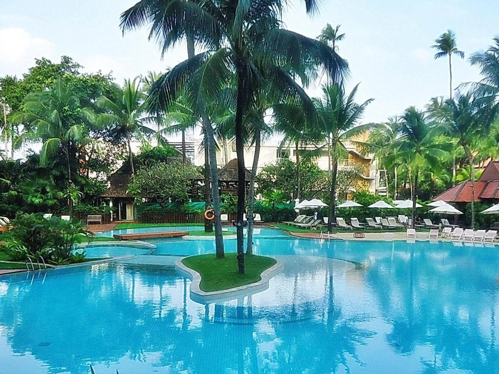 Swimming pool [outdoor] Patong Beach Hotel