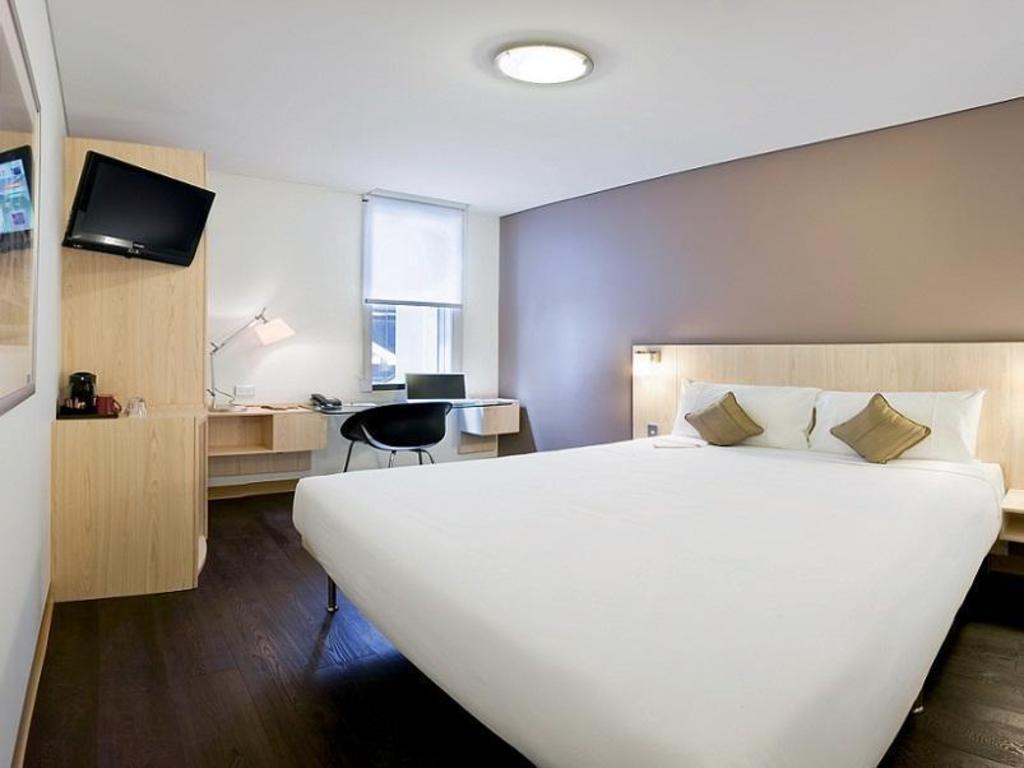 Ibis Sydney King Street Wharf Hotel In Australia Room
