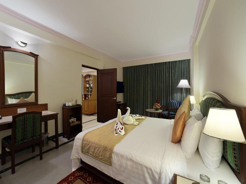 Executive Room - Guestroom Radha Regent Hotel