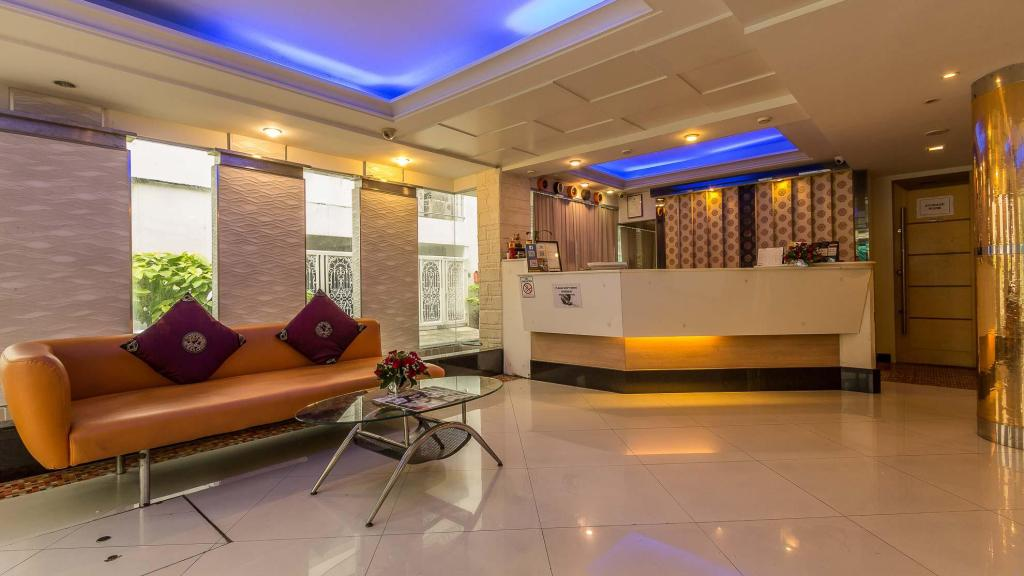 Reception Smart Suites Hotel