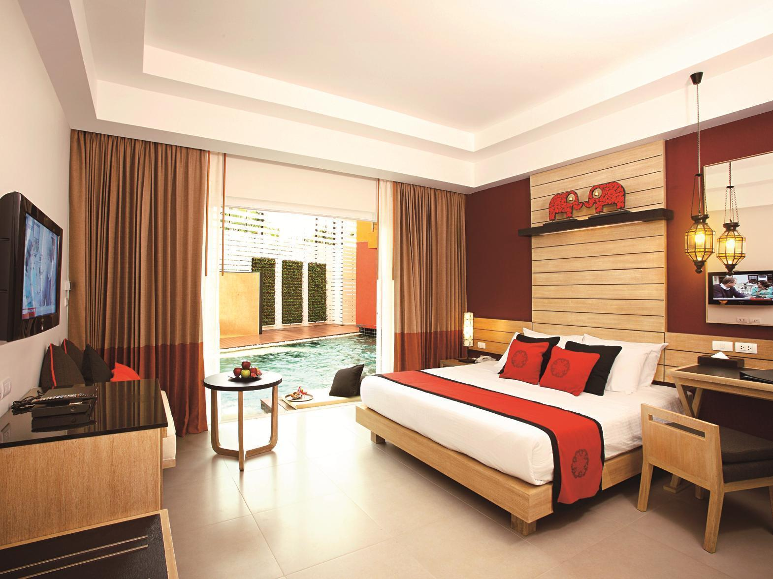 Kamar Akses ke Kolam (Pool Access Room)