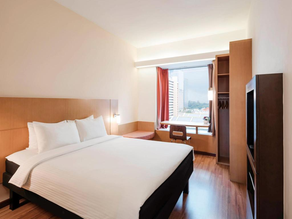 Standard Queen Room - Extra Benefits Included Ibis Singapore on Bencoolen Hotel