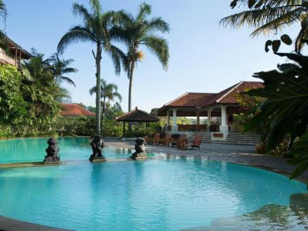 Kolam renang Novus Giri Resort & Spa