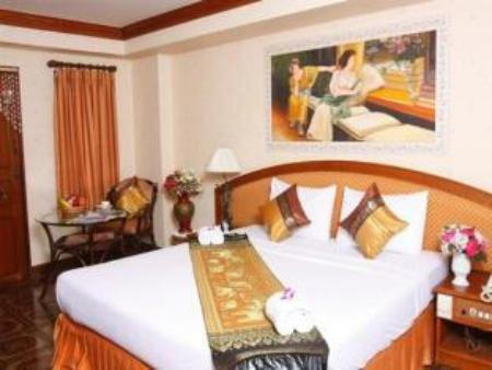 Double Bed 13 Coins Tiwanon Impact Arena Hotel