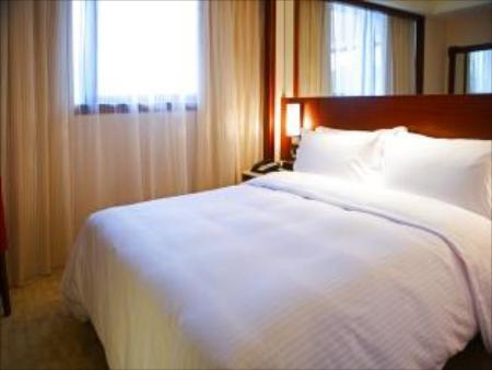 1 Double Bed Deluxe Room Non-Smoking Holiday Inn East Taipei