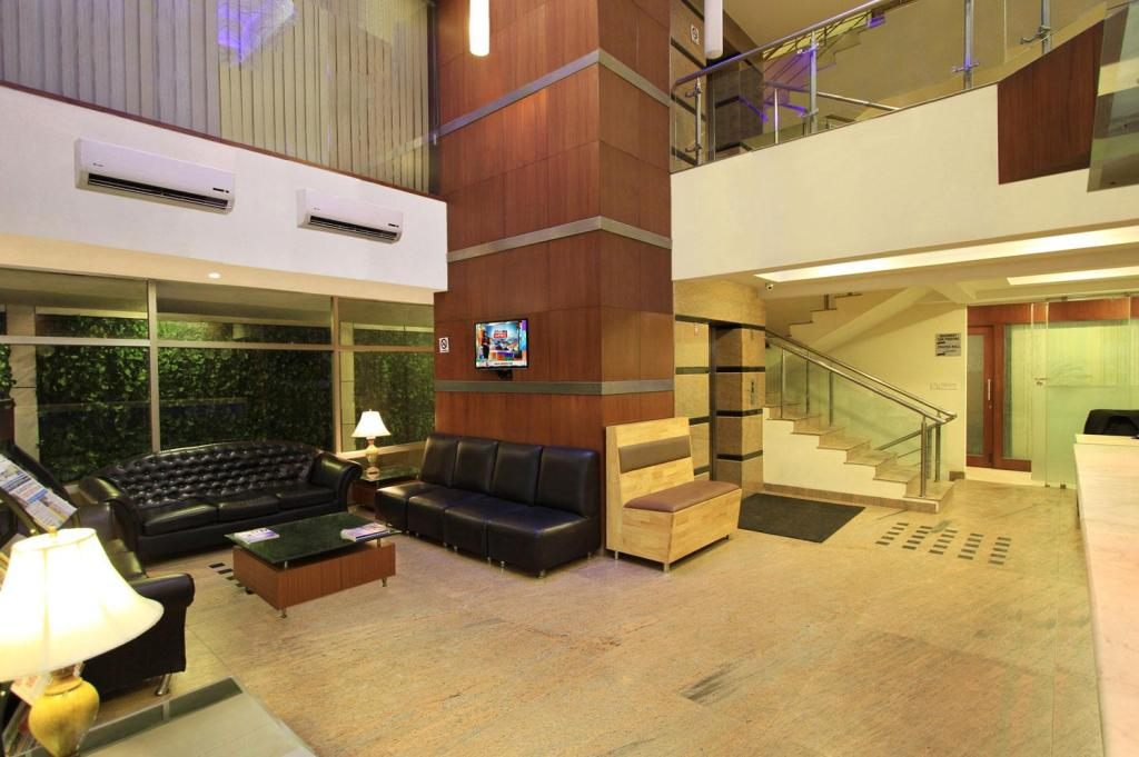Lobby Empire Suites