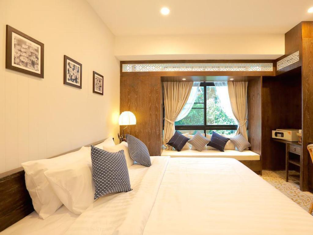 Deluxe Non Smoking King Room Amaka Bed and Breakfast