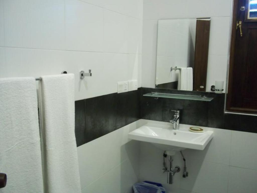 Bathroom Sunrise Palace Negombo