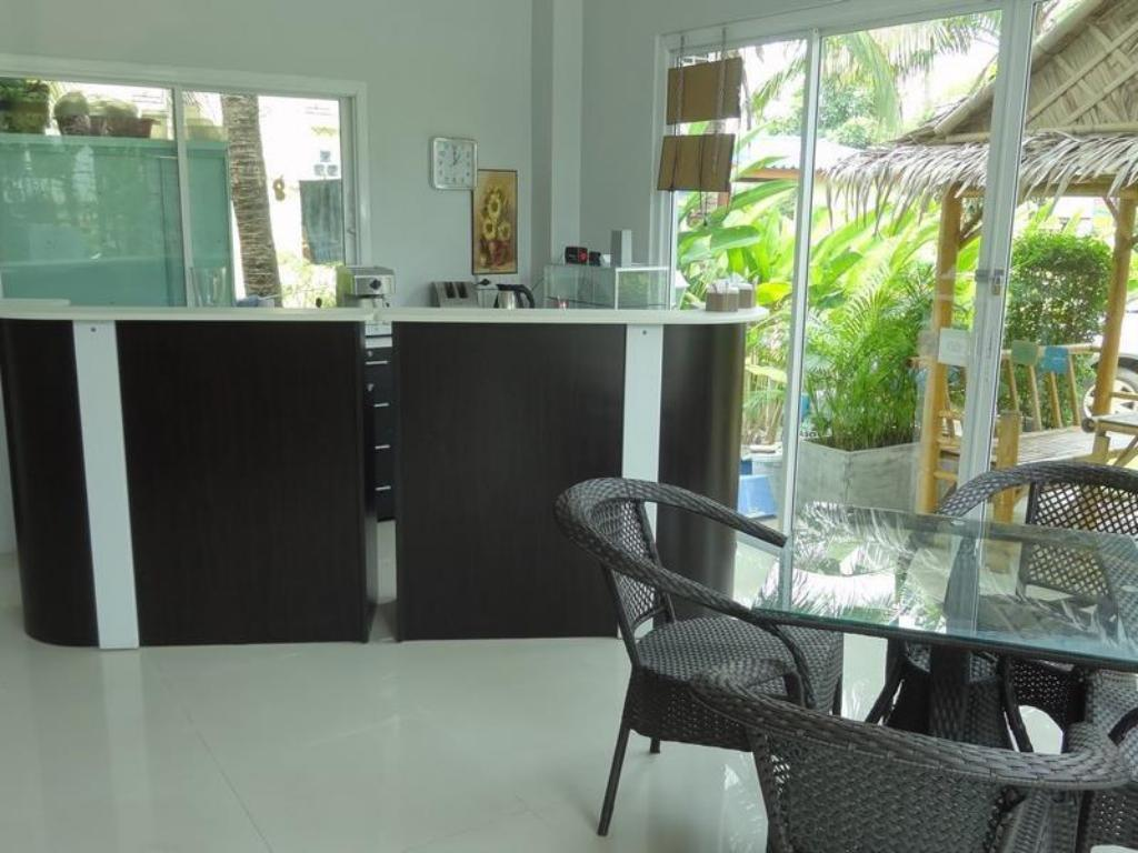 Coffee shop But Different Phuket Guesthouse
