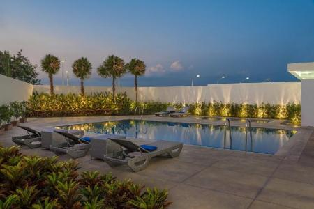 Swimming pool Park Inn by Radisson Clark