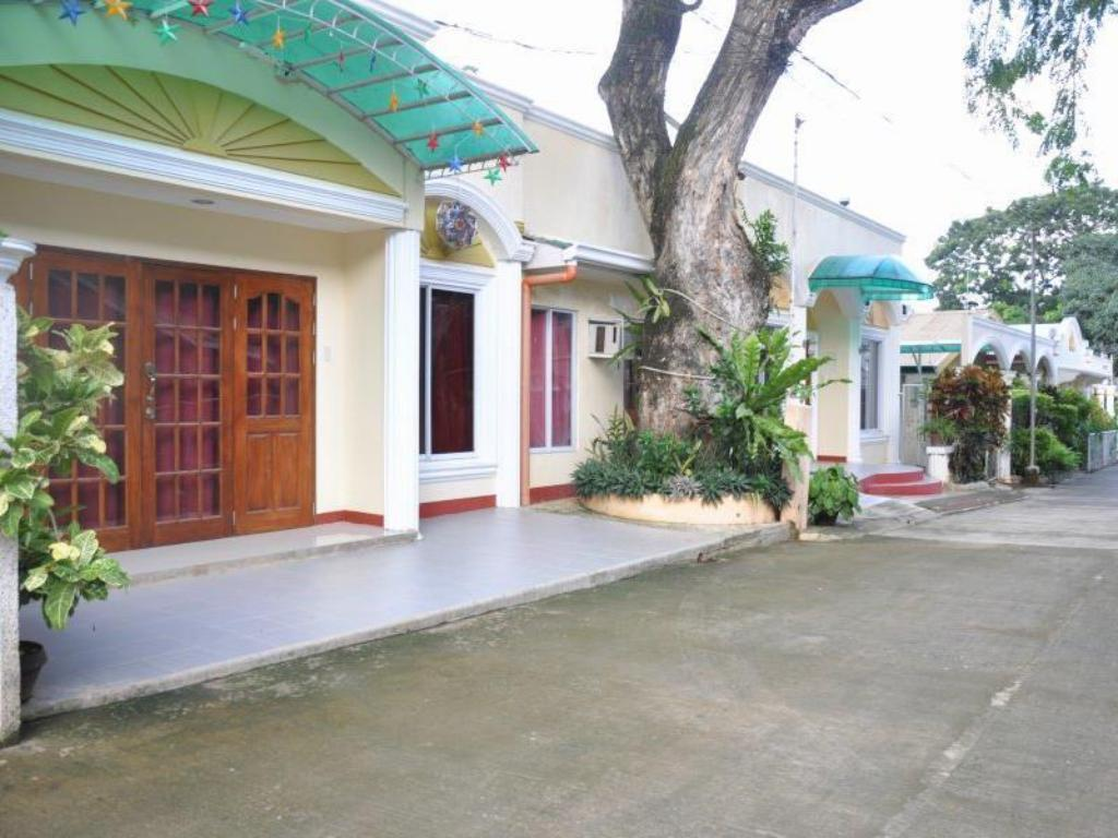 D Lucky Garden Inn And Suites In Palawan Room Deals
