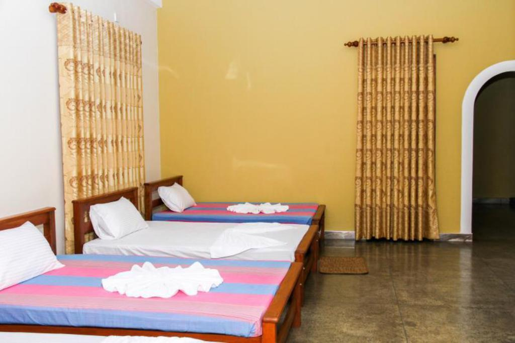 Luxury Triple Room - Bed Hotel Nilketha