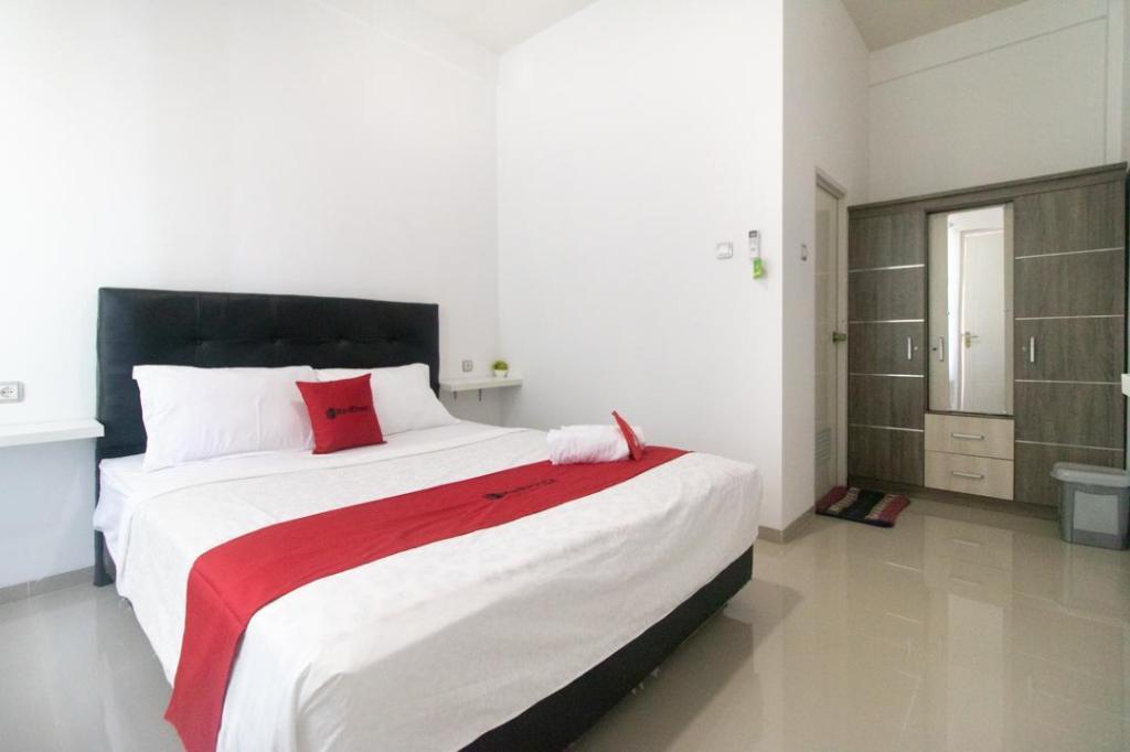 Reddoorz Syariah Winong Nganjuk Guesthouse Bed And Breakfast Madiun Deals Photos Reviews