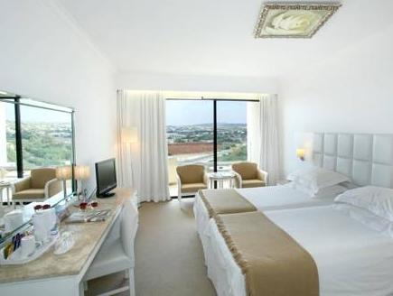 Standard Twin or Double Room Inland View