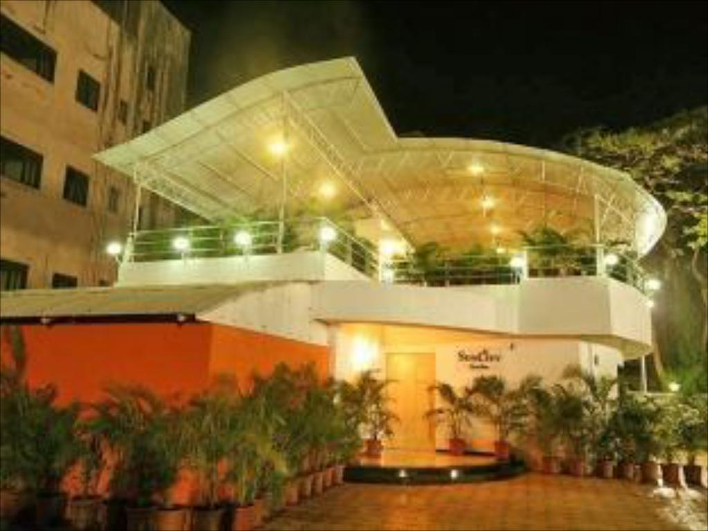 Entrance Hotel Suncity Residency