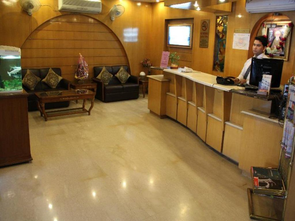 Lobby Hotel Singh International