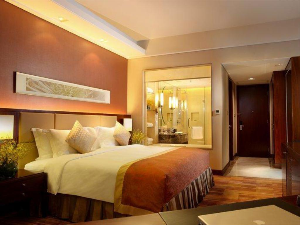 Club King Bed - Guestroom Crowne Plaza Zhongshan Xiaolan