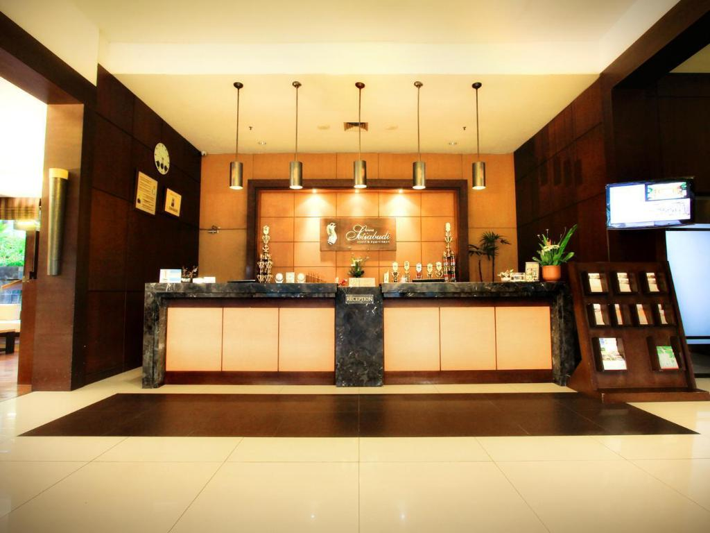 Lobby Grand Setiabudi Business and Family Hotel