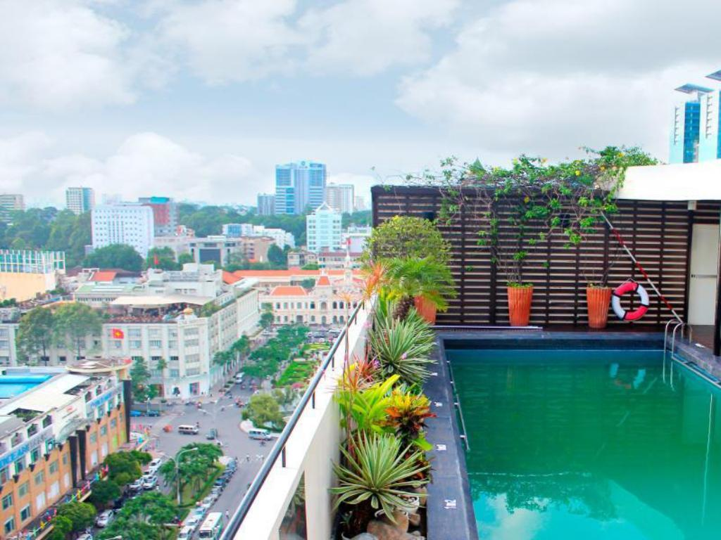 Swimming pool [outdoor] Palace Hotel Saigon
