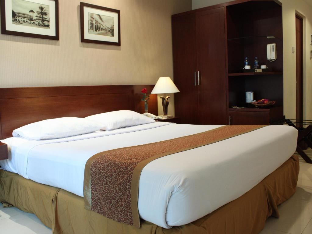 Superior King Bed Galeri Ciumbuleuit Family & Business Hotel