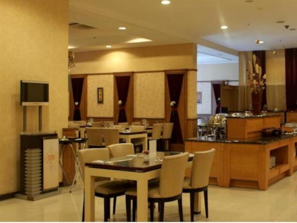 Tampilan interior Galeri Ciumbuleuit Family & Business Hotel
