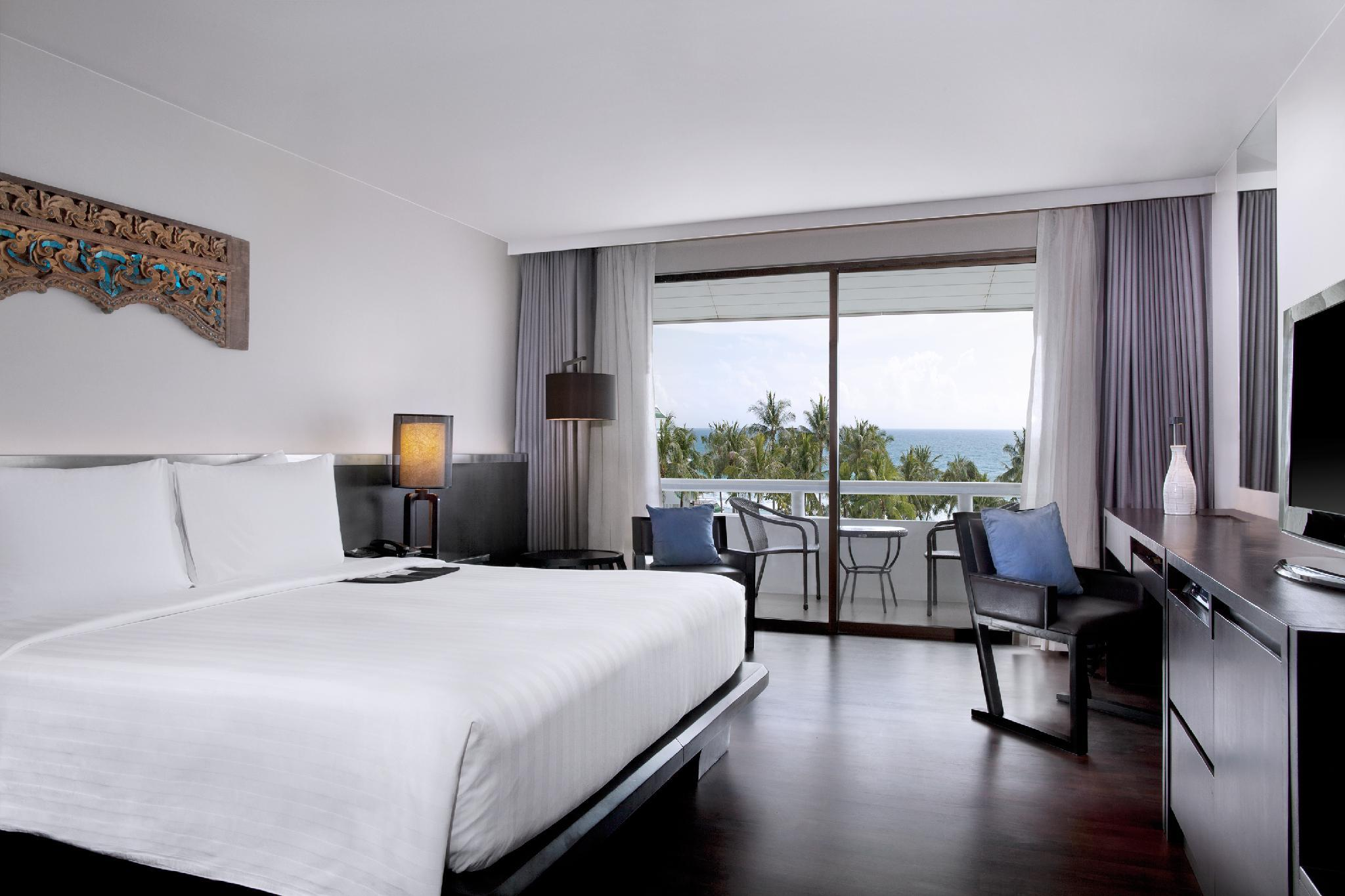 Deluxe Ocean View, Guest room, 1 King, Balcony