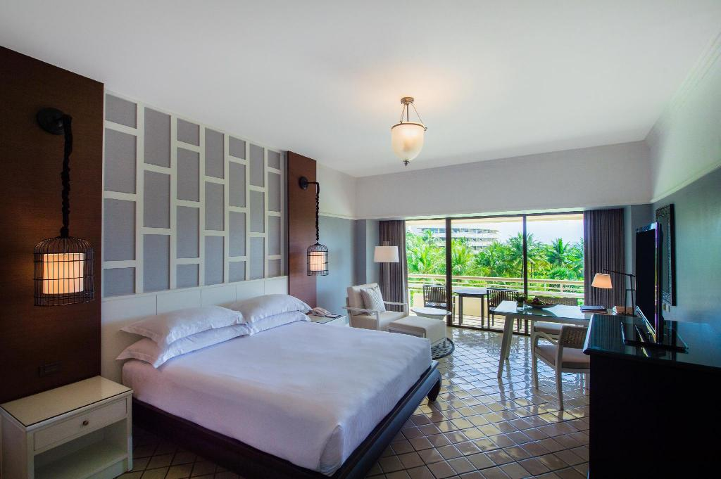 King Deluxe Garden View - Bed Hilton Phuket Arcadia Resort & Spa