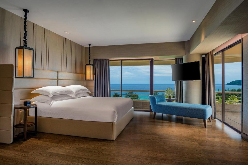 Номер Сьют Hilton Phuket Arcadia Resort & Spa