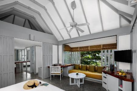 1-Bedroom Hillside Cottage - Bedroom The Surin Phuket