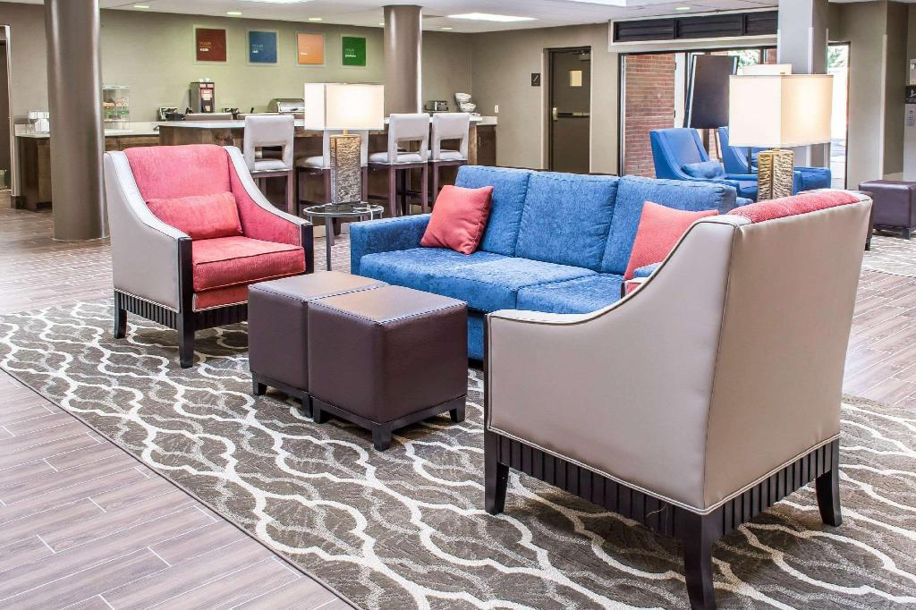 Lobby Comfort Suites Near Potomac Mills