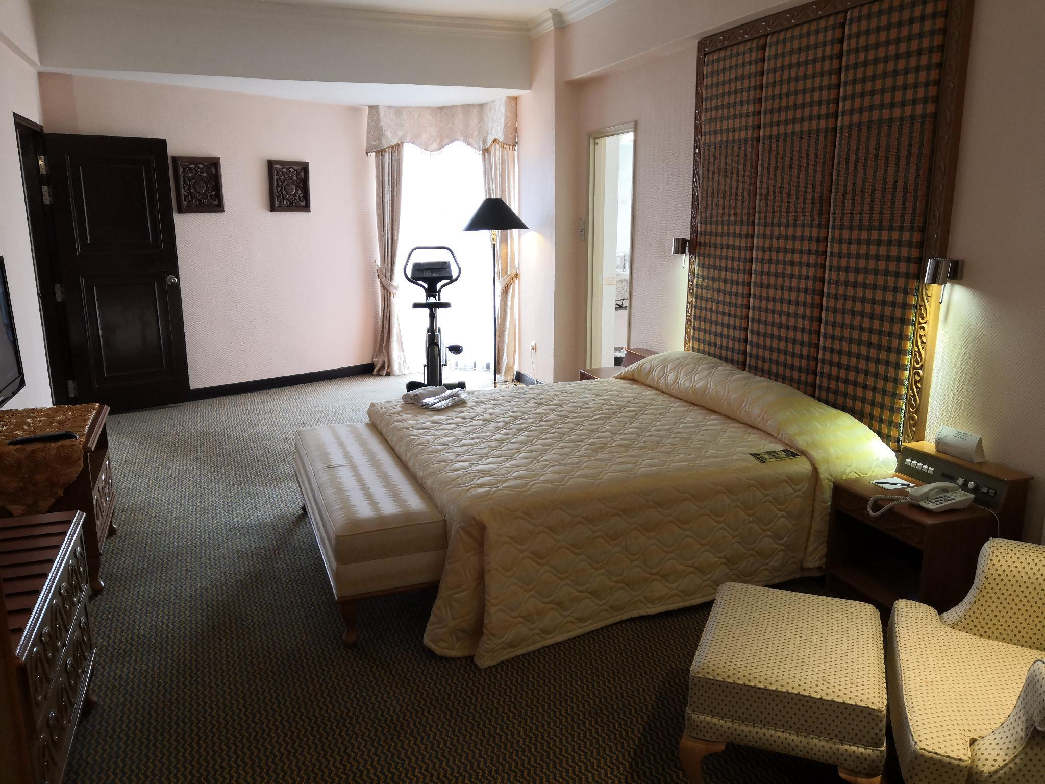 Royal Suite with King Bed - Non-Smoking (Royal Suite Non-Smoking King Bed)