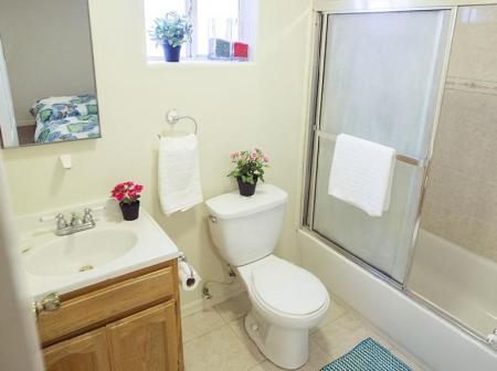 Bathroom Los Angeles Vacation Apartments