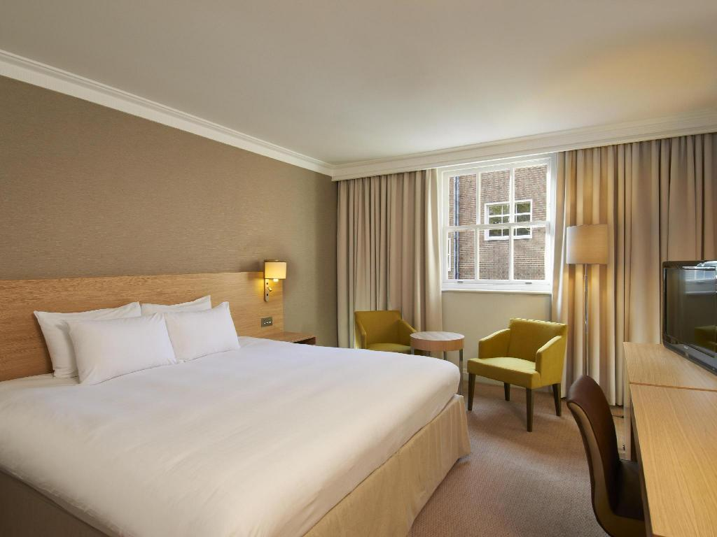 See all 48 photos Hilton London Euston Hotel
