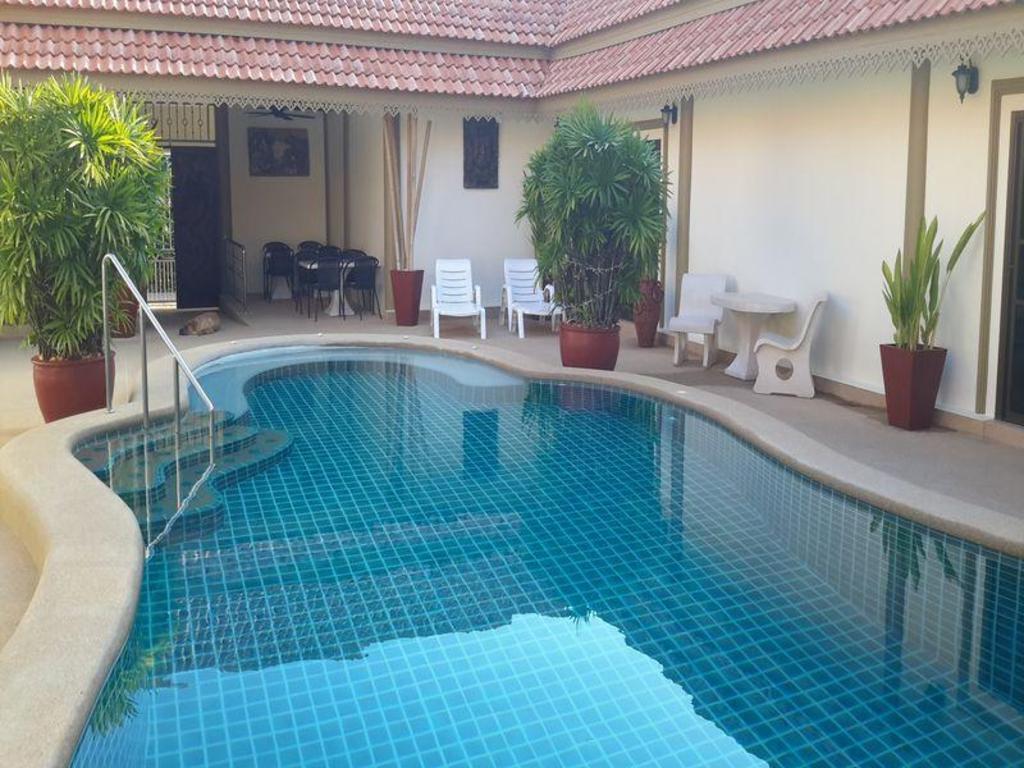 Best Price on Siam Court Hotel in Pattaya + Reviews