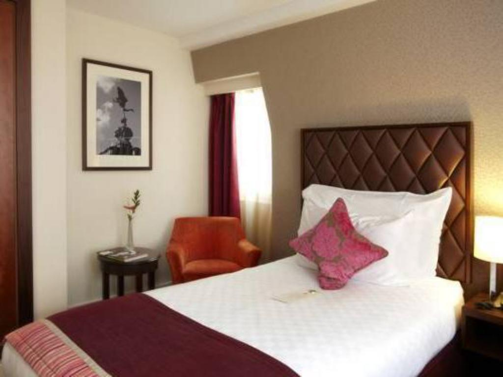 Single Guest Room DoubleTree by Hilton London Marble Arch