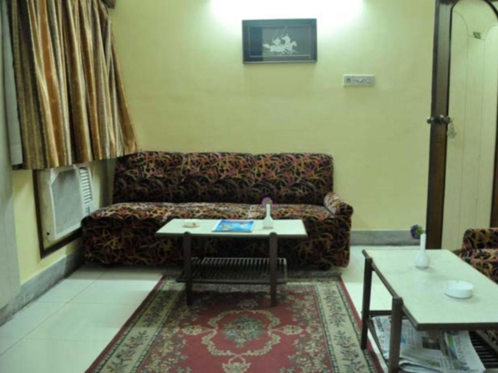 Standard Room Hotel Heera International