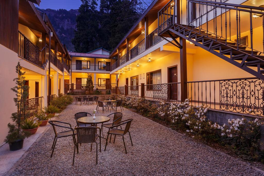Udvendig The Earl's Court Hotel Nainital