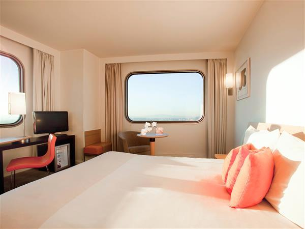 Superior Room with views of Paris, queen-size bed and single sofa bed