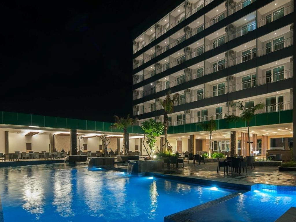 See All 24 Photos Dalton Hotel Makar