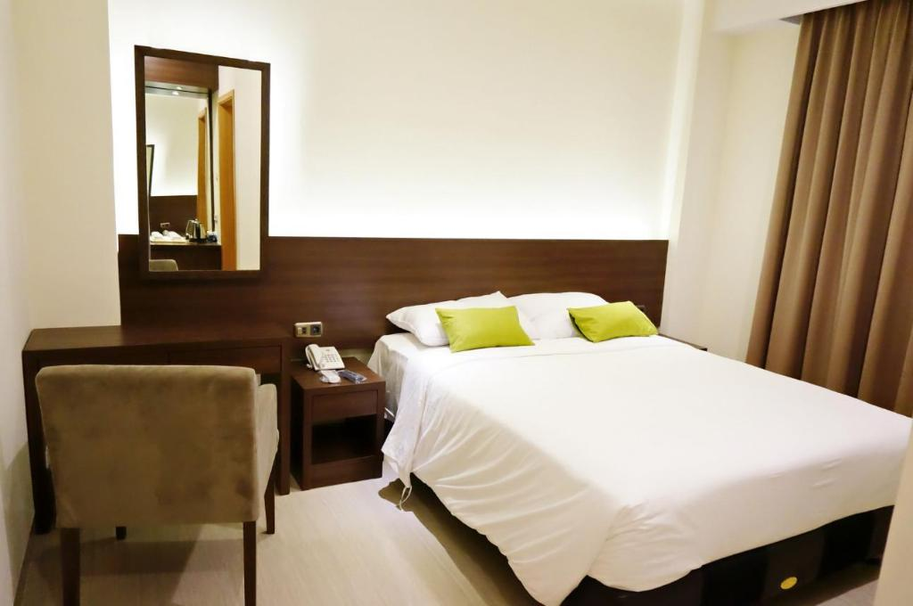 Deluxe City View - Guestroom Green Eden Hotel