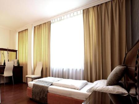 Single Room Hotel Attache