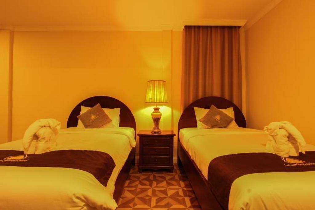 Le Luxe Boutique Hotel in Vientiane - Room Deals, Photos