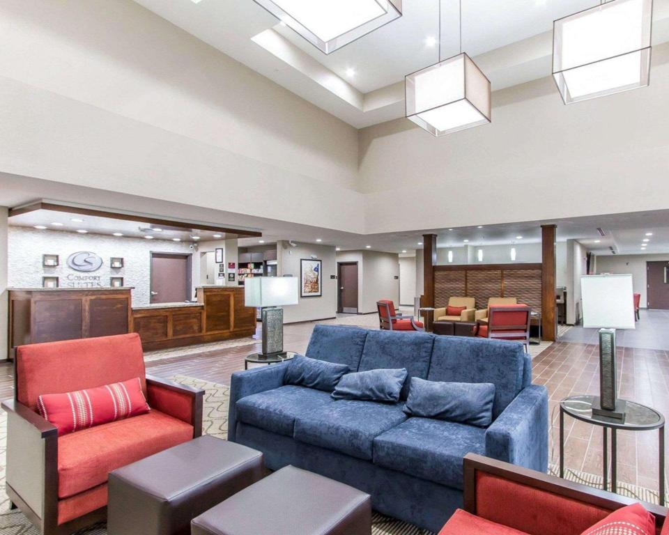 Lobby Comfort Suites West Omaha