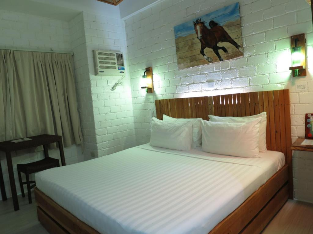 King Studio - Bed Serviced Apartments by Eco Hotel Bohol