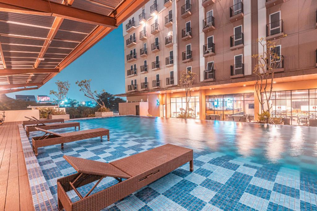 Photo Swimming Pool Azalea Suites