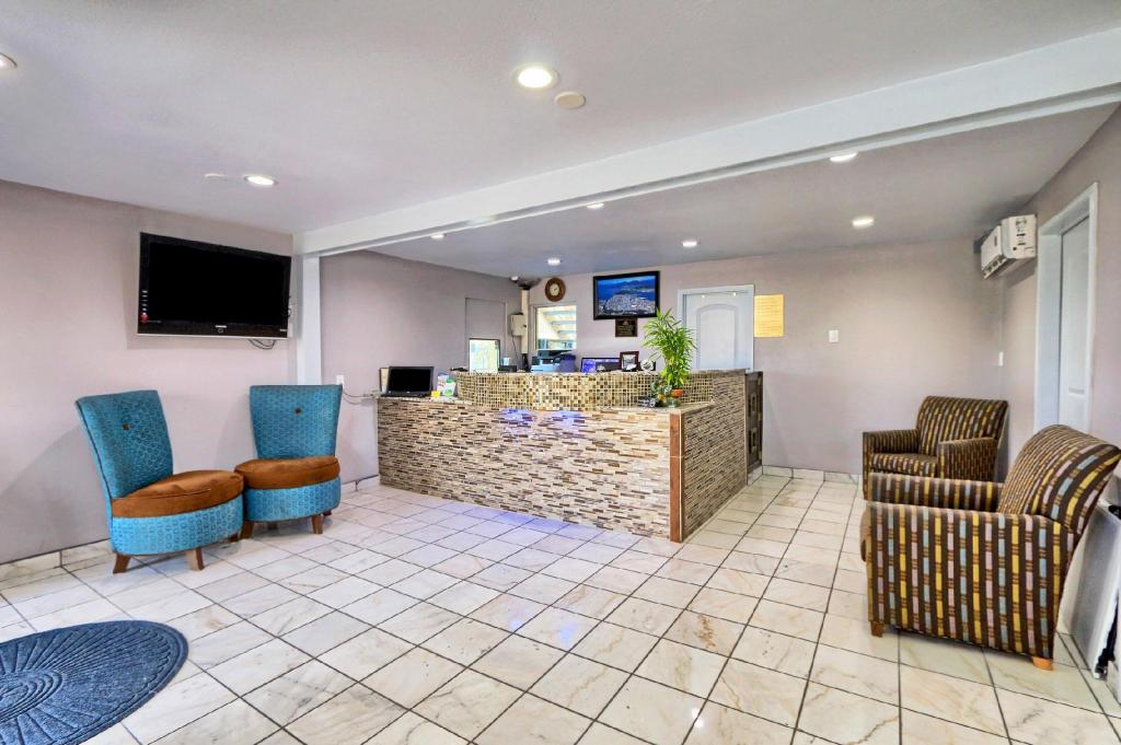 Лоби Americas Best Value Inn - Austin, TX