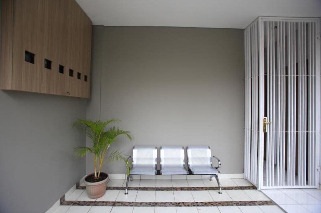 Interior view RedDoorz @ Karet Pedurenan 2