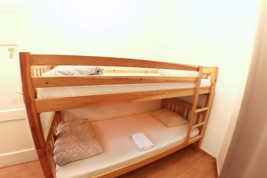 Small Economy Twin Room - Non-Smoking - Bed WOW! Barcelona Hostel