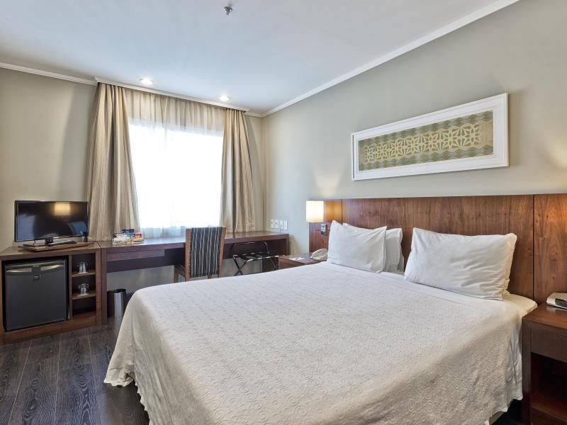 Tryp Room Queen Bed