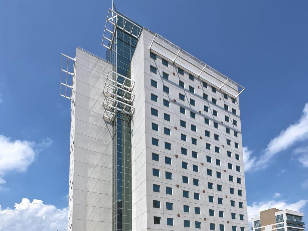 More about Tryp Nacoes Unidas